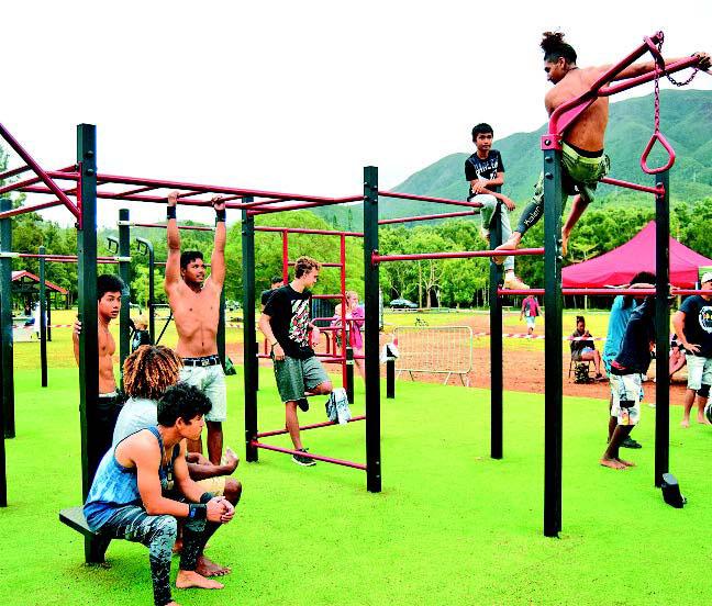 Le parc a été inauguré par Eddie Lecourieux, premier adjoint de la ville, samedi matin. Il a demandé à Lucas, amateur de BMX et Mondorien, de couper le ruban. Photo mairie du Mont-Dore