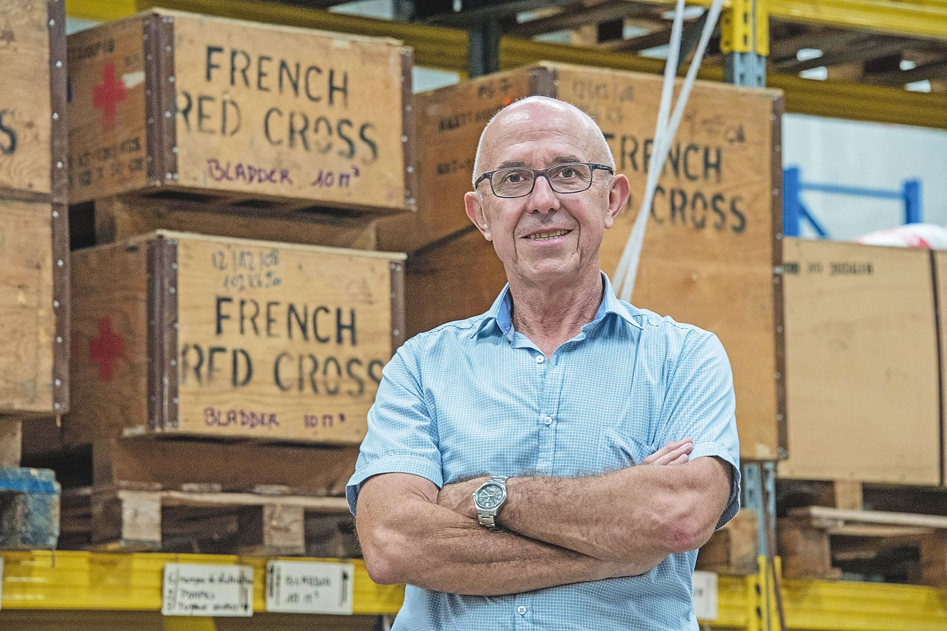 Michel Rigot, président de la délégation calédonienne de la Croix-Rouge depuis février, dans le dock de Montravel, où l'association entrepose son matériel.