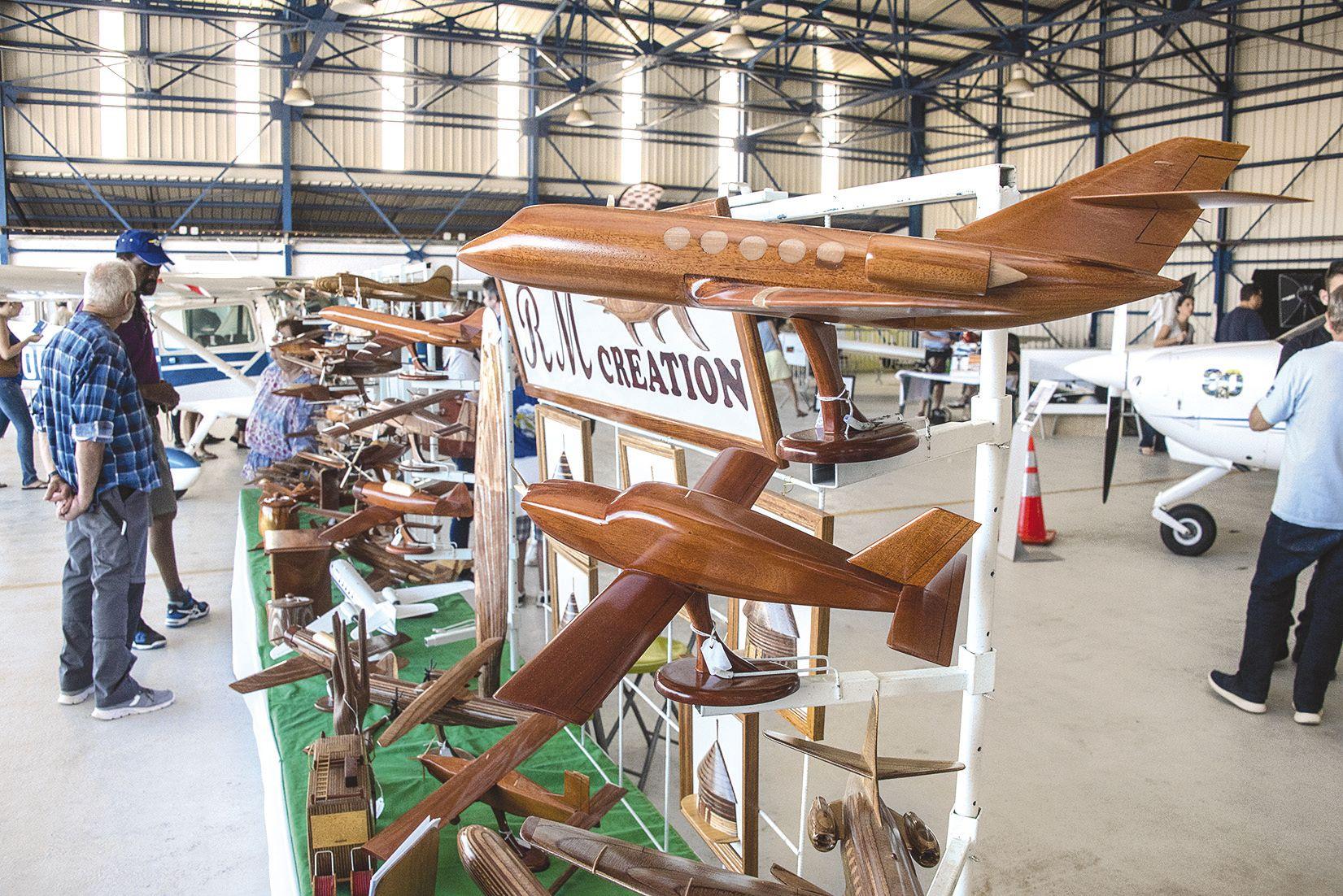 L'aéronautique inspire : RM création et ses avions en bois était présent tout comme le club de modélisme les  Alcyons, dont le terrain de jeu se trouve à Nakutakoin.