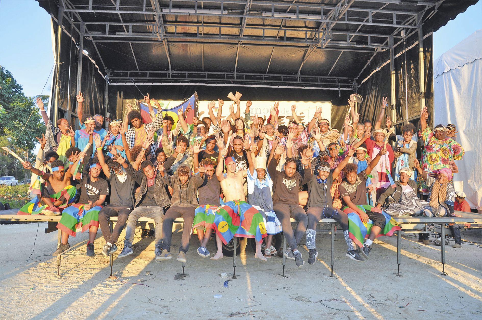 Couture, sculpture, tableaux de sable, tressage, vannerie, art floral, danse de rue, slam, poésie, théâtre, musique, … autant d'expressions artistiques qui font l'identité plurielle de la Nouvelle-Calédonie. Tous les artistes sélectionnés ont étéprésentés