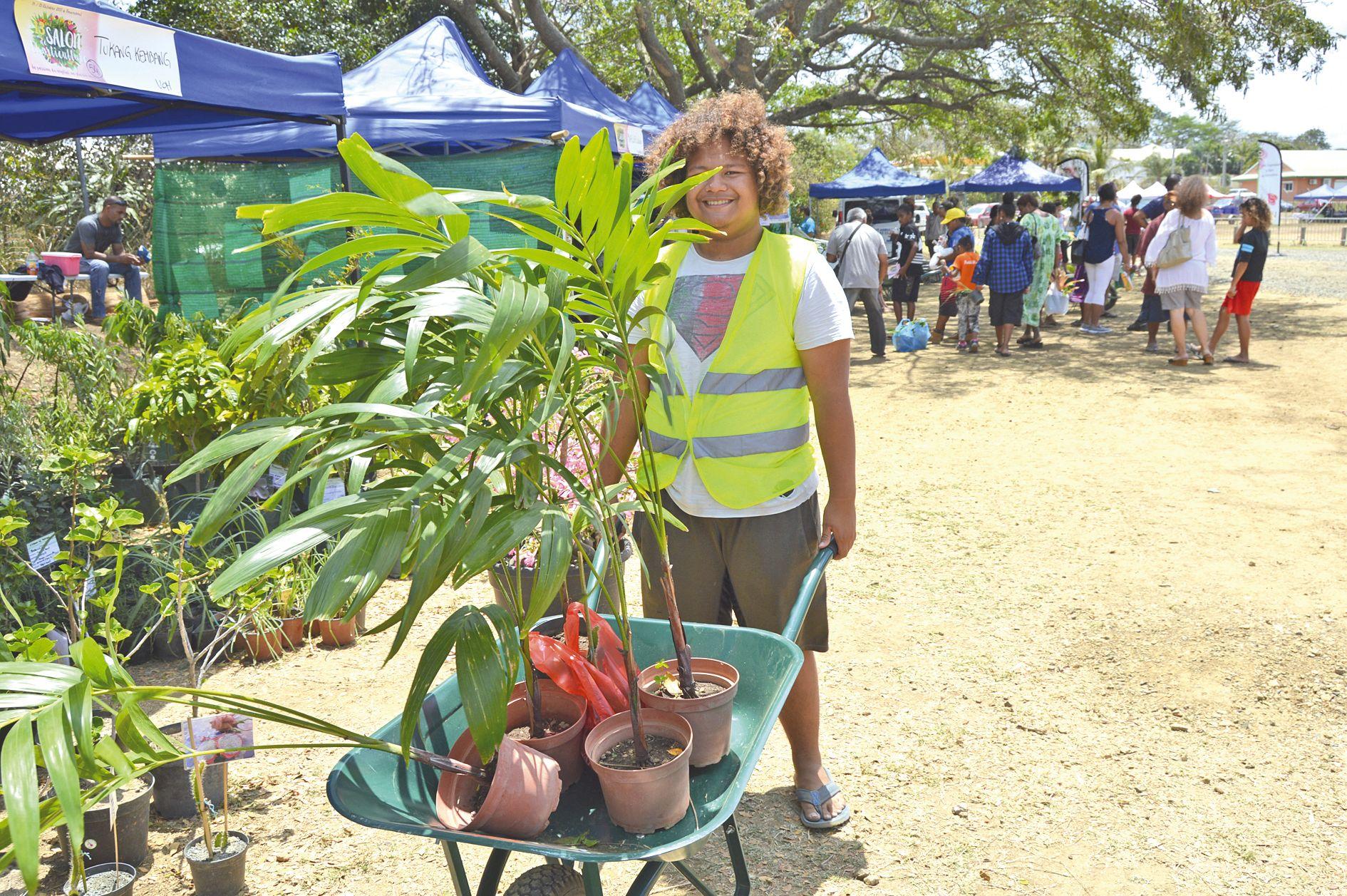 Pas de salon de l'horticulture sans les aides à la brouette ! Une aide précieuse pourtransporter des achats parfois encombrants.