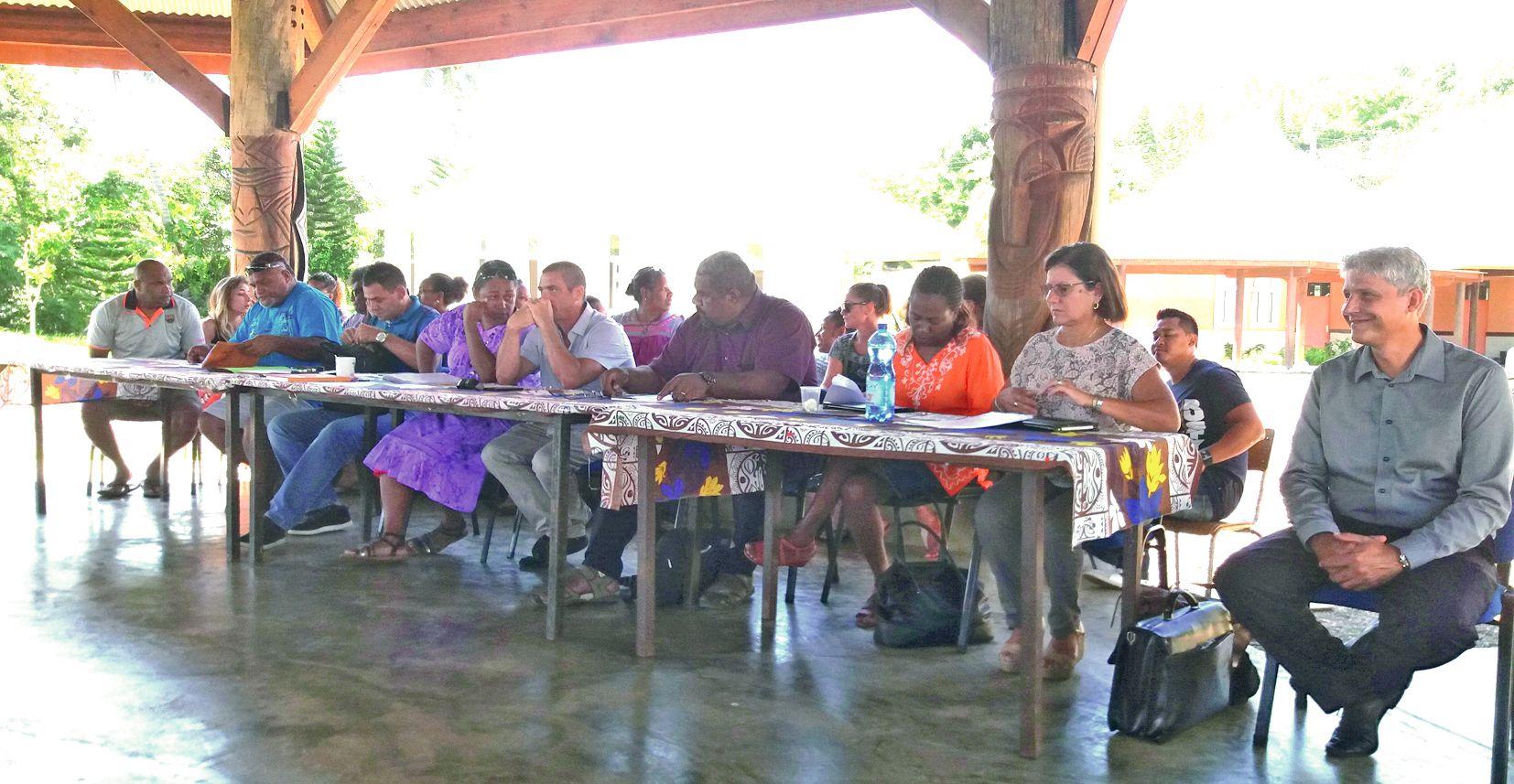 Les institutions politiques, gouvernementales et provinciales, sont venues apporter leur soutien jeudi à l\'école publique.