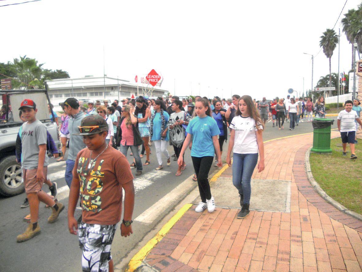 Les jeunes étaient présents en grand nombre, ils ont marché pour leurs grands-mères.