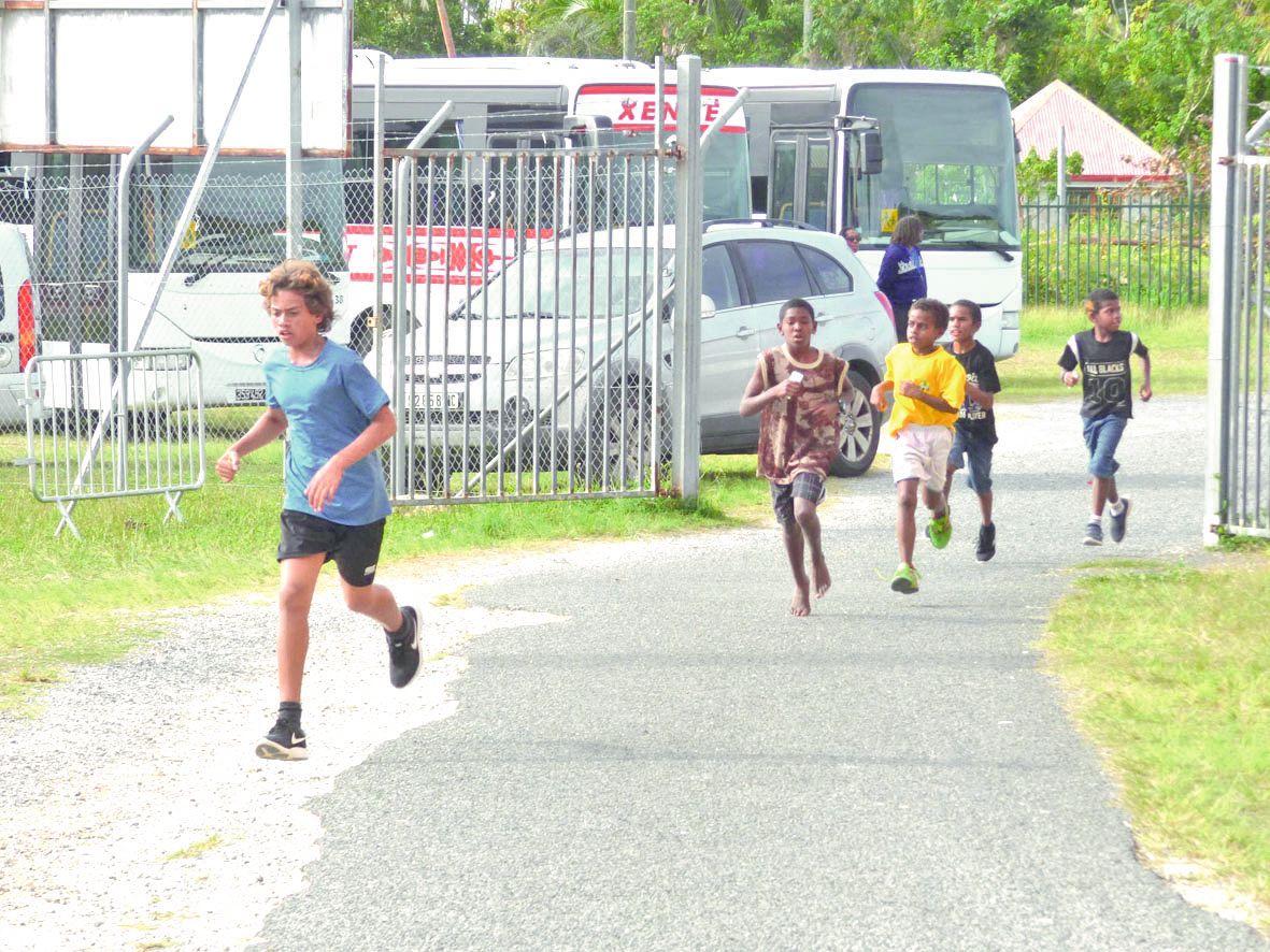 Les élèves des classes de CM2 des écoles primaire de Luecila et de l'école pilote de Hnassé ont aussi participé.