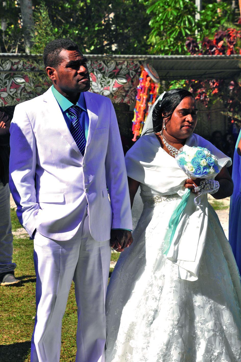 De retour à la chefferie après les cérémonies coutumières, administratives et religieuses, Georges Wanaro et Clara Wadrobert sont officiellement unis par les liens sacrés  du mariage.