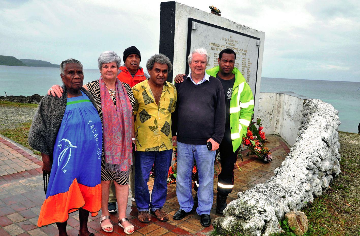 La matinée de mardi a commencé par un dépôt de gerbes au pied de la stèle commémorative. Un représentant de la grande chefferie de Tadine accompagnait les familles Cimutru et Yongomene qui ont perdu des parents lors du naufrage de la Monique.