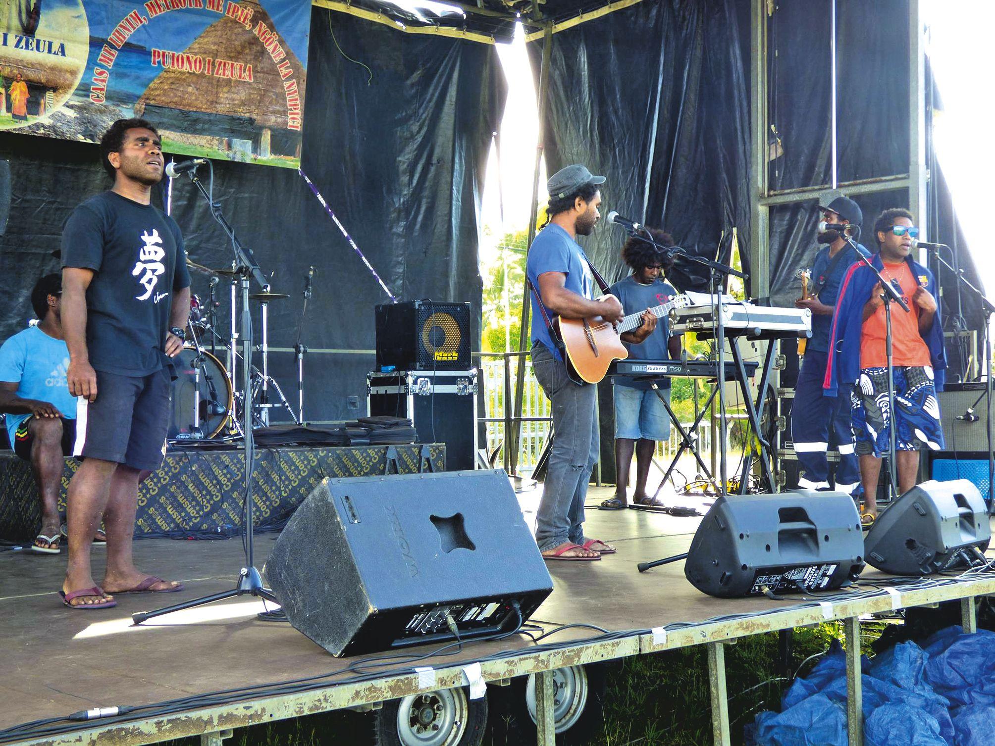 En journée, la scène libre était ouverte à tous les musiciens et groupes, tous niveaux confondus, désireux de se produire.