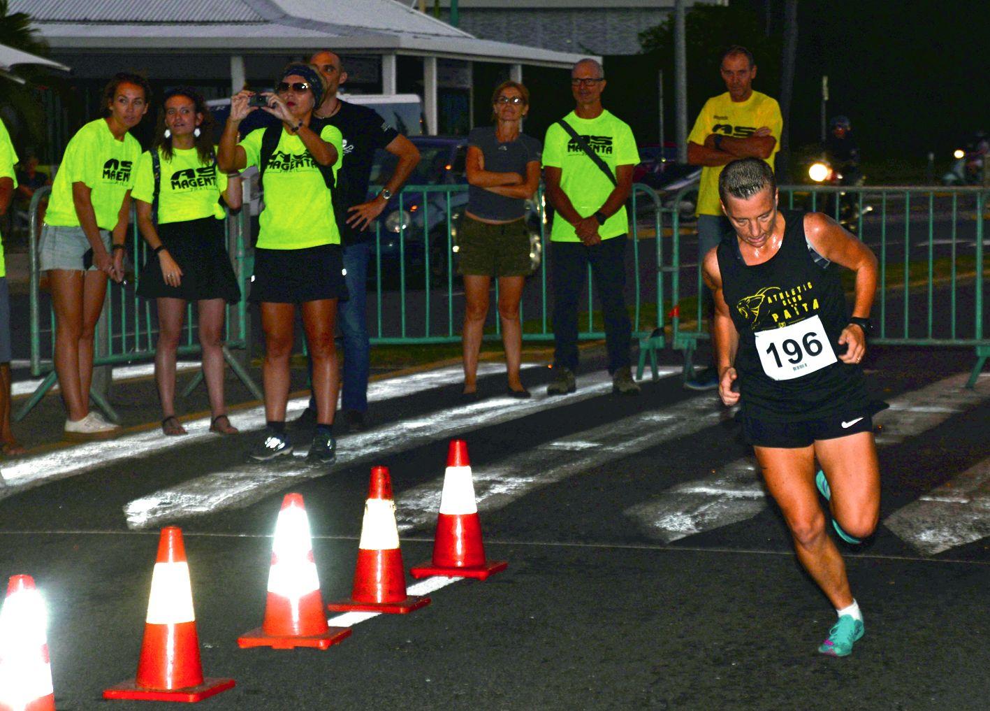 D'habitude, elle court plutôt des 100 km. Nathalie Schmitt a prouvé qu'elle avait également de la vitesse à revendre, hier, en arrivant première devant Johana Guezennec et Erika Ellis.