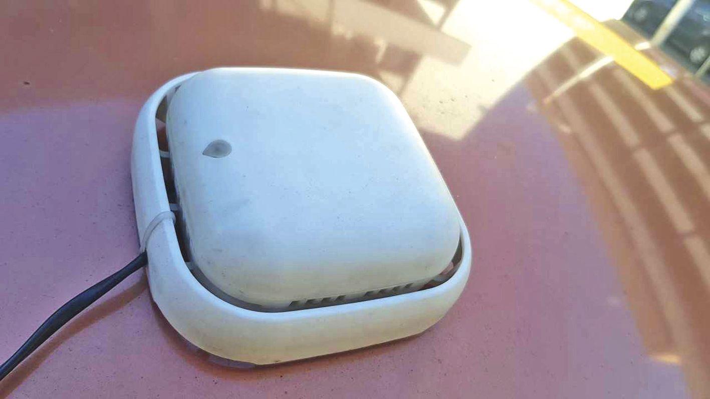 Les capteurs sont installés sur les véhicules des clients.  Ils permettent à Respire.nc d'accumuler des données  tous les jours. Photo Respire.nc