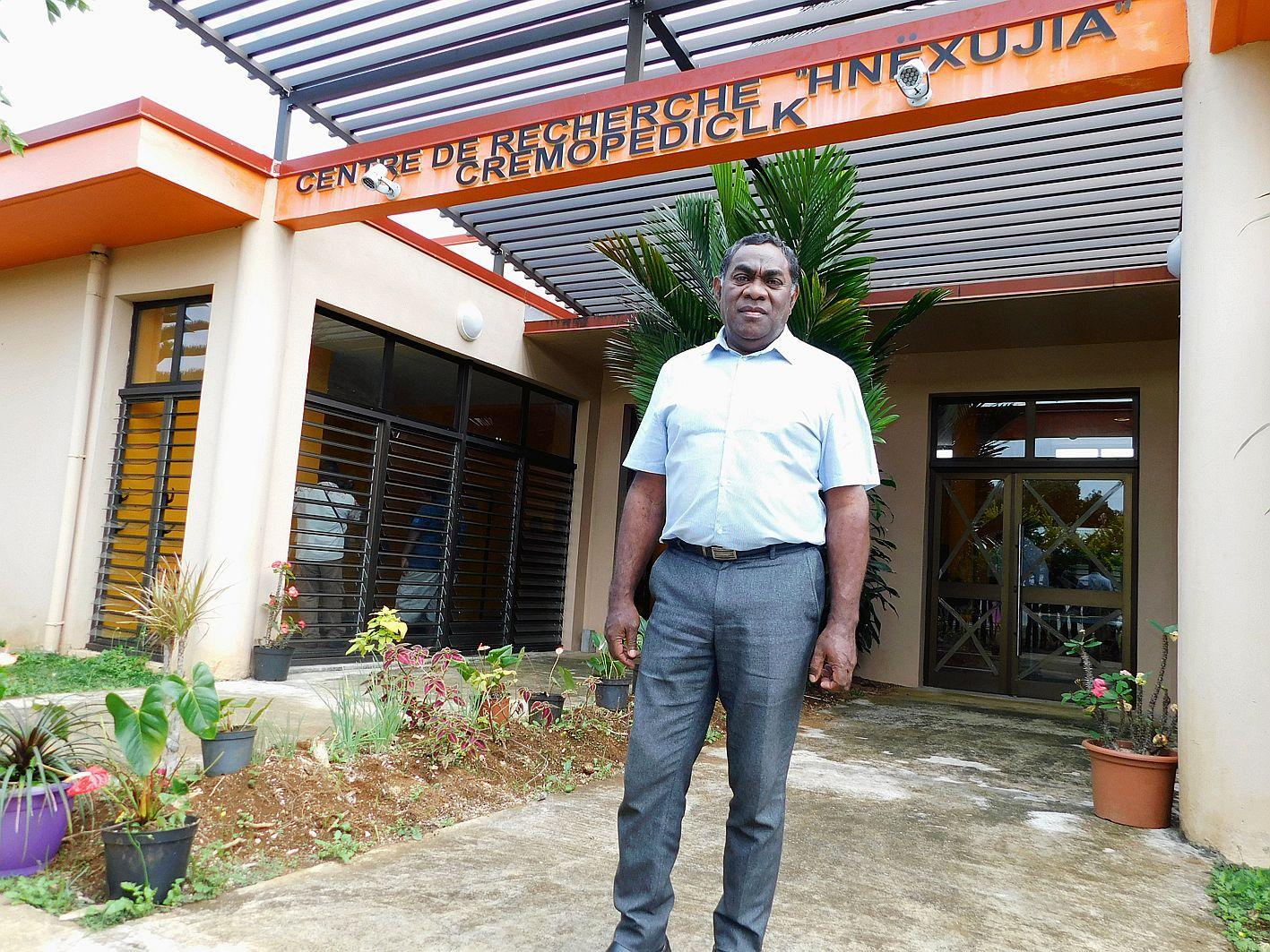 Richard Waminya, docteur en science de l'éducation,  est le responsable du centre Hnëxujia.