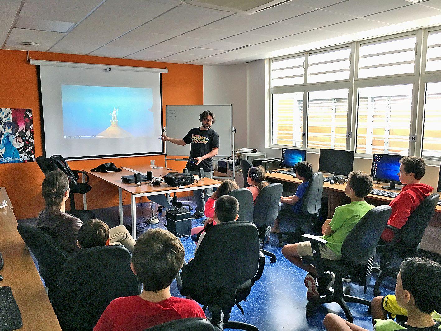 Ce cours d'histoire pas comme les autres avait toute leur attention. Les enfants inscrits, hier, à l'atelier La bibliothèque d'Alexandrie ont pu découvrir l'univers égyptien à partir du mode spécial du jeu Assassin\'s Creed Origins. Croisant l'histoire du