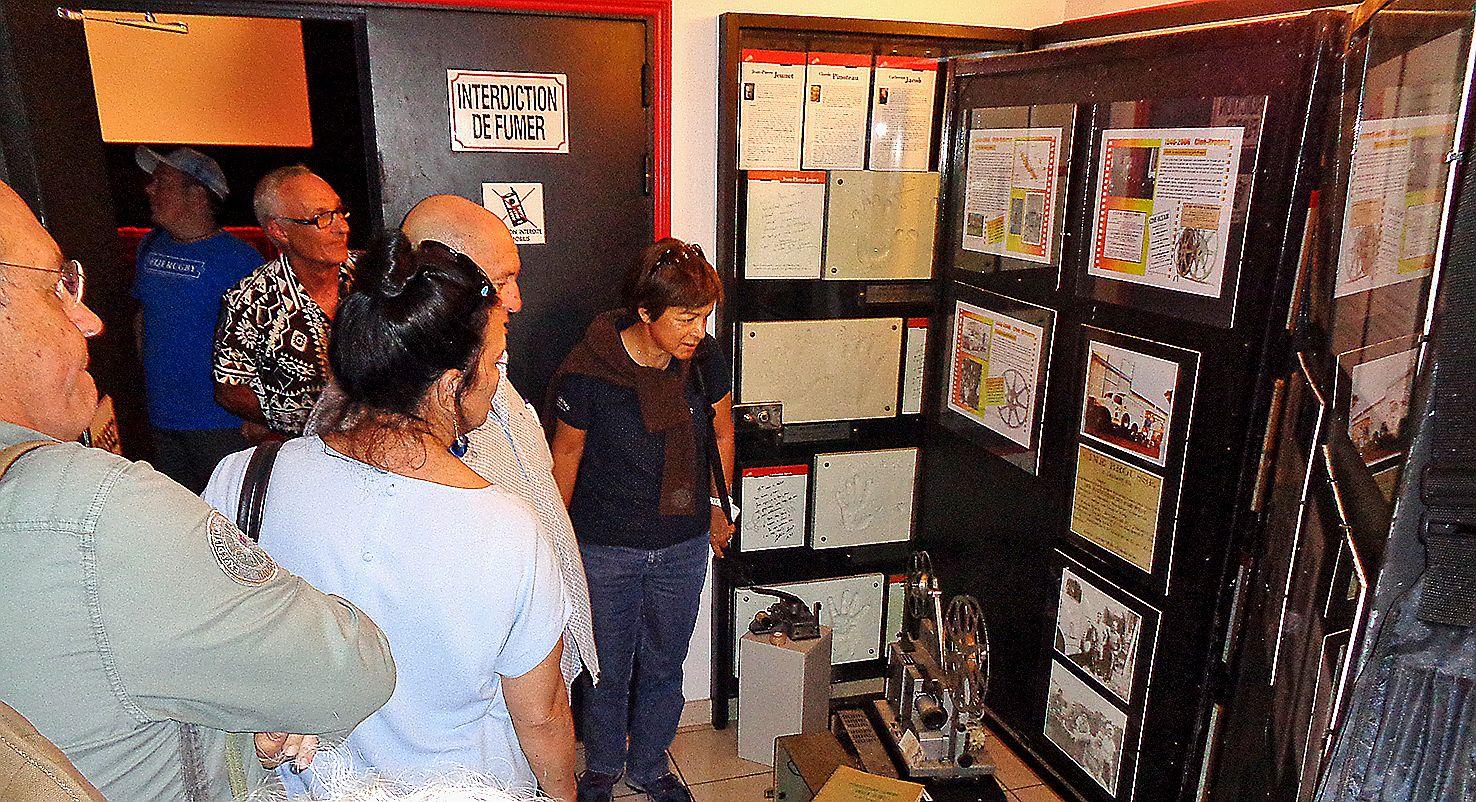 Pour terminer leur périple, les visiteurs du jour ont découvert, au cinéma Jean-Pierre-Jeunet, le matériel utilisé pour projeter des films avant l'arrivée du numérique.