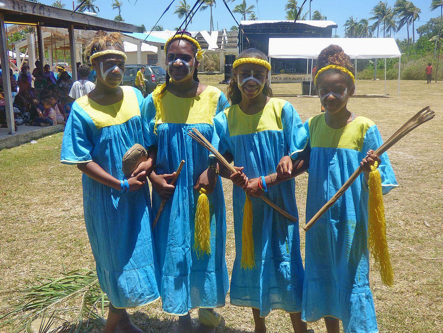 La première journée a été consacrée aux scolaires de l'île avec des battles de contes et de slams, des chants et des ateliers d'arts, d'apprentissage aux instruments musicaux, d'initiation à l'outil numérique et à l'apprentissage des éléments culturels co
