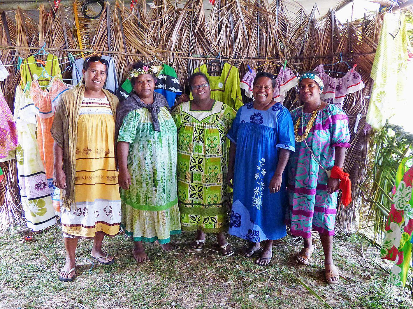 L'association Hnimiwedr Ne Xodre, composée d'une trentaine de femmes de la tribu, confectionne et tresse, depuis des générations, les nattes en pandanus destinées aux offrandes coutumières.Les couturières regroupées sous l'égide de la fédération des Coutu