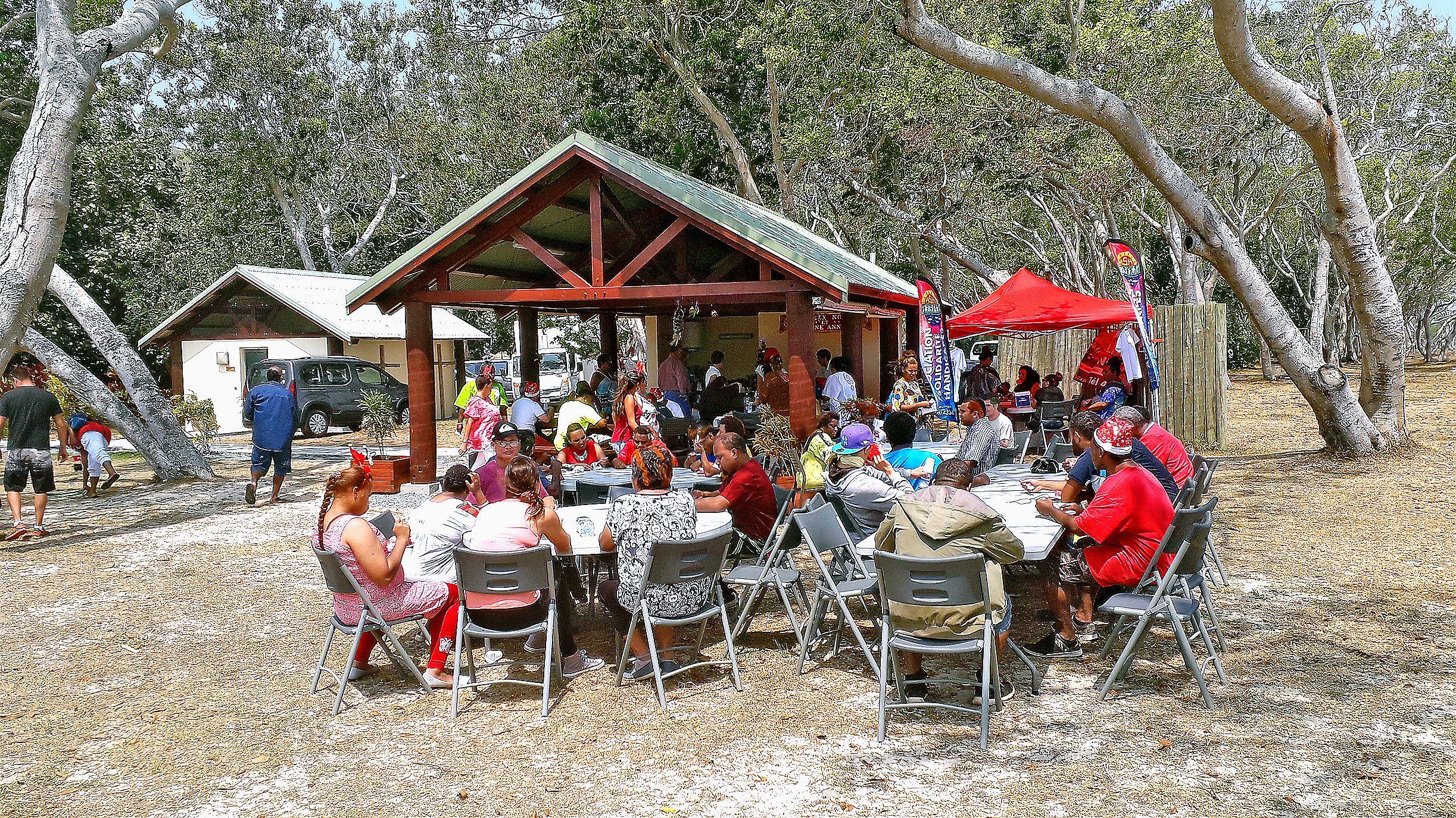 Après un repas qui a réuni l'ensemble des bénéficiaires et les encadrants, les parents ont été conviés l'après-midi pour assister aux spectacles proposés par chaque centre avant l'arrivée du père Noël.