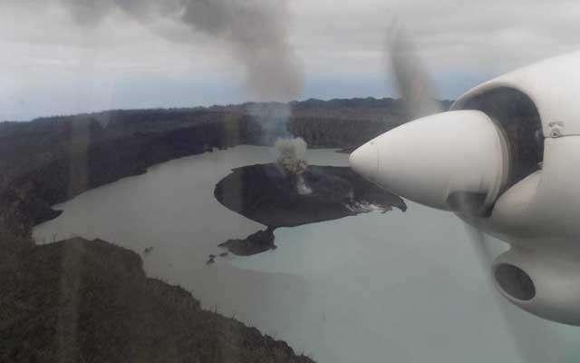 Un volcan en éruption, des milliers d'évacués — Vanuatu