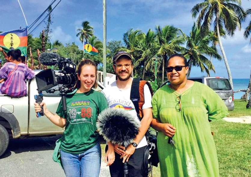 Eva Sehet et Maxime Caperan lors du tournage à Ouvéa, en mai 2018, avec Kaïma, de Gossanah. Photo Archives S.M.
