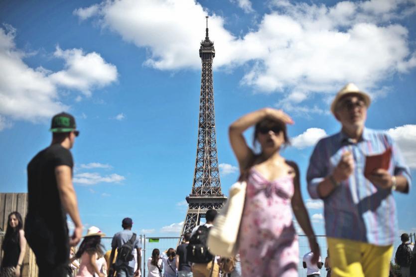 Le tourisme représente 7 % du PIB de la France et  2 millions d'emplois directs et indirects.