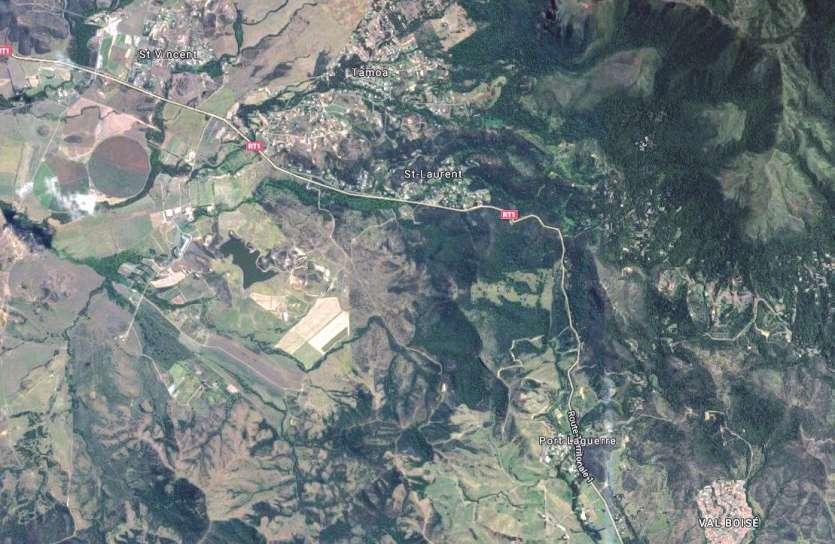 La RT1 a dû être coupée de 22 h 30 samedi à 7 h 30 dimanche au niveau du col de  La Pirogue. Une déviation a été mise en place par la route du littoral.