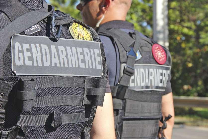 Le 30 octobre, alors qu'ils dégageaient la RT1 de carcasses de voitures à La Tamoa, les  gendarmes avaient été visés par quatre tirs d'armes à feu. Un militaire avait été blessé.