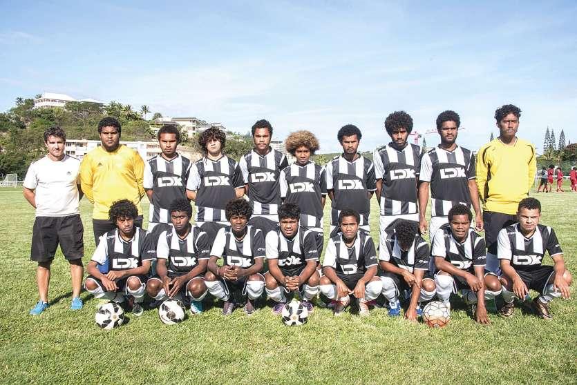 Cinq élèves de Do Kamo font partie de la sélection calédonienne. Celle-ci prépare actuellement la prochaine Coupe du monde des moins de 17 ans, qui aura lieu en Inde en octobre.