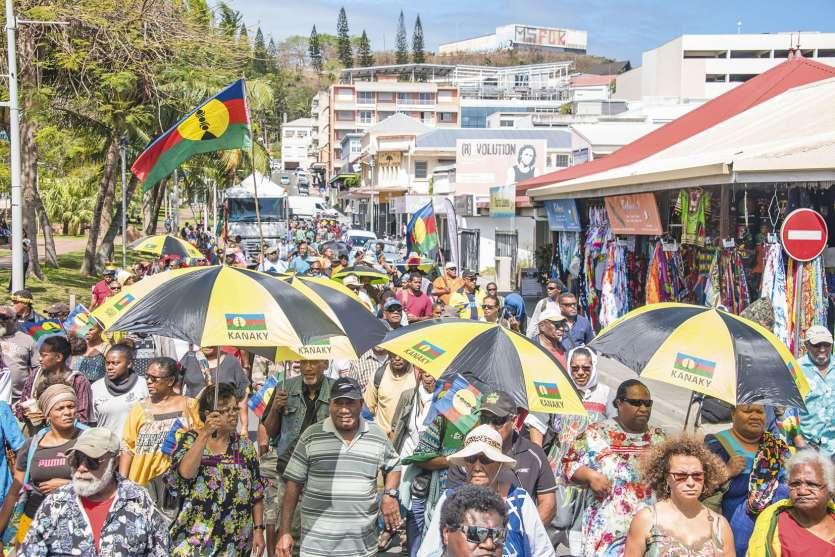 C'est la troisième manifestation organisée en faveur du vote sans condition de tous les Kanak. Comme à chaque fois, de nombreuses prises de parole se sont succédé, devant le haussariat ou encore sur la place des Cocotiers