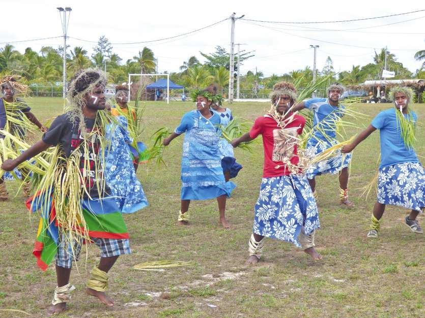 La représentation de la troupe de danse de Drueulu a précédé l'ouverture de la cérémonie coutumière.