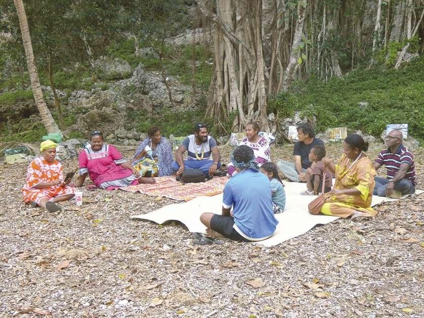 En collaboration avec l'association Ânûû-rû Âboro de Poindimié, six films ont été projetés lors de la journée culturelle de vendredi. Plus de 130 lycéens et collégiens étaient présents sur le site. Dans la clairière, une séance de discussions sur la natte