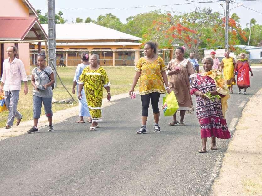 Les participants ont marché de la maison commune de Kedeigne jusqu'à la paroisse.