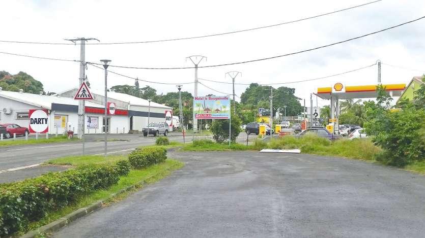 On reproche aux prévenus une tentative de vol le 26 février dans une station Shell à Pouembout, et le cambriolage du Stone Grill de Koné dans la nuit du 8 au 9 février.