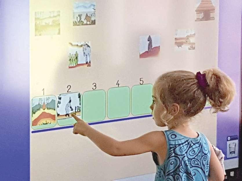 Cet outil numérique est une autre façon de stimuler et de capter l'attention des enfants habitués aux écrans dans leur vie de tous les jours. Photo Laurent Mayet