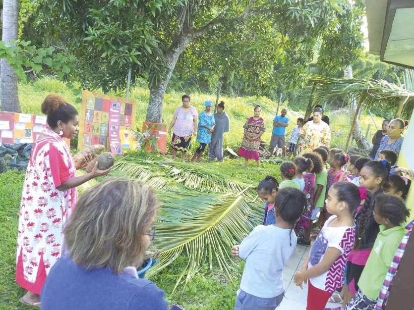 Les parents ont joué un rôle très important dans ce projet de culture et de préparation des ignames. Photo DR