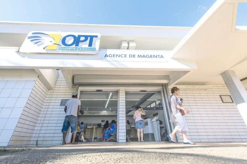 A l'agence OPT de Magenta, hier. Les usagers sont venus des quartiers voisins. Photo Julien Cinier