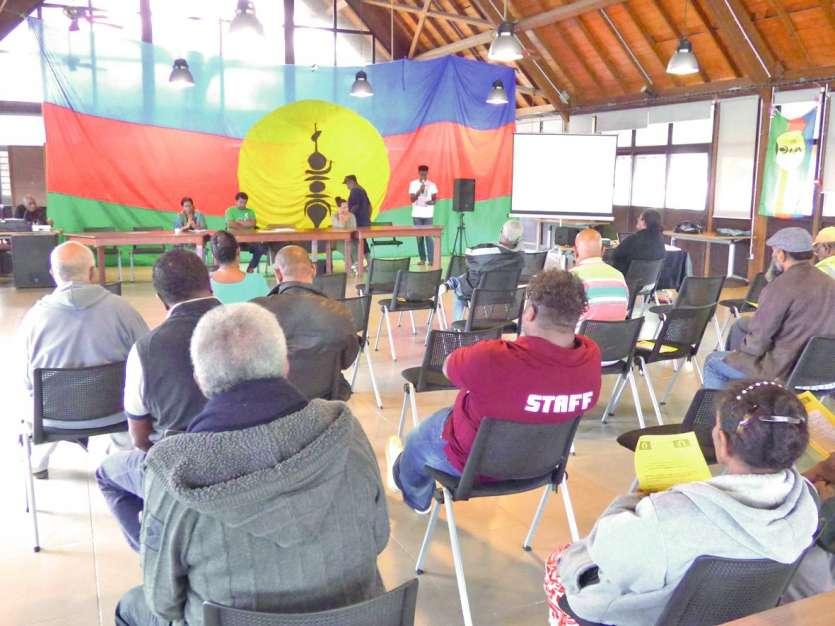 Le comité nationaliste et citoyen Ne Drehu a tenu sa réunion vendredi au faré de la province.Photo M.G.