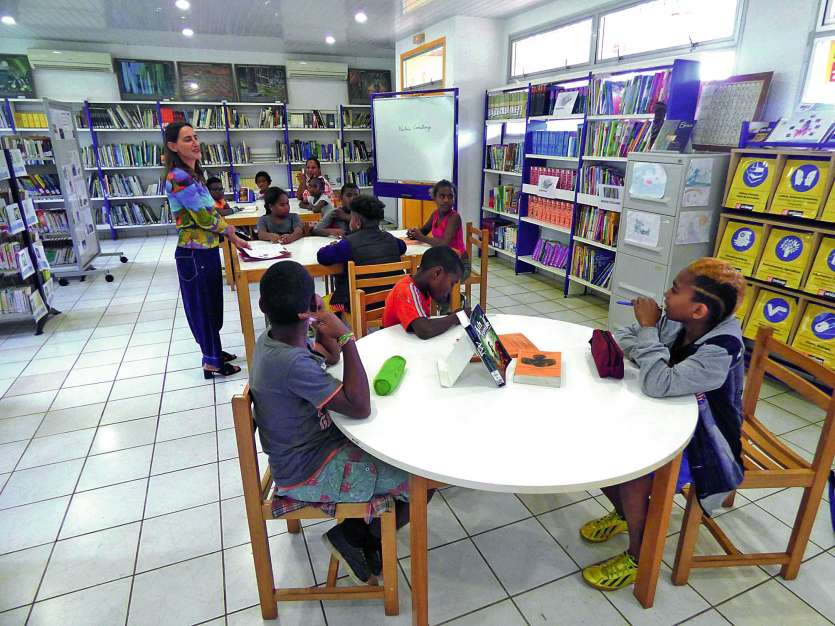 Au CDI du collège, les jeunes ont découvert la nécessité  d'un tel espace de travail. Photo M.G.