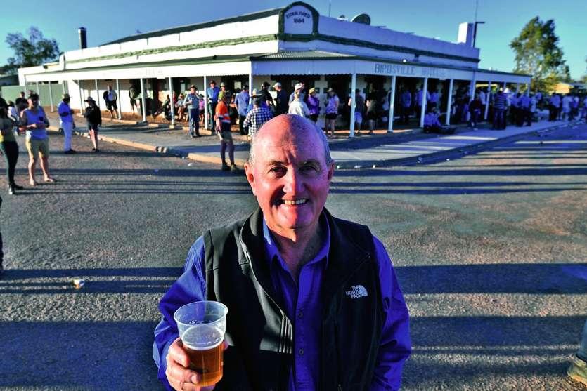 David Brook, actuel propriétaire du pub, situé à plus de 600 kilomètres de la grande ville la plus proche. Photo AFP