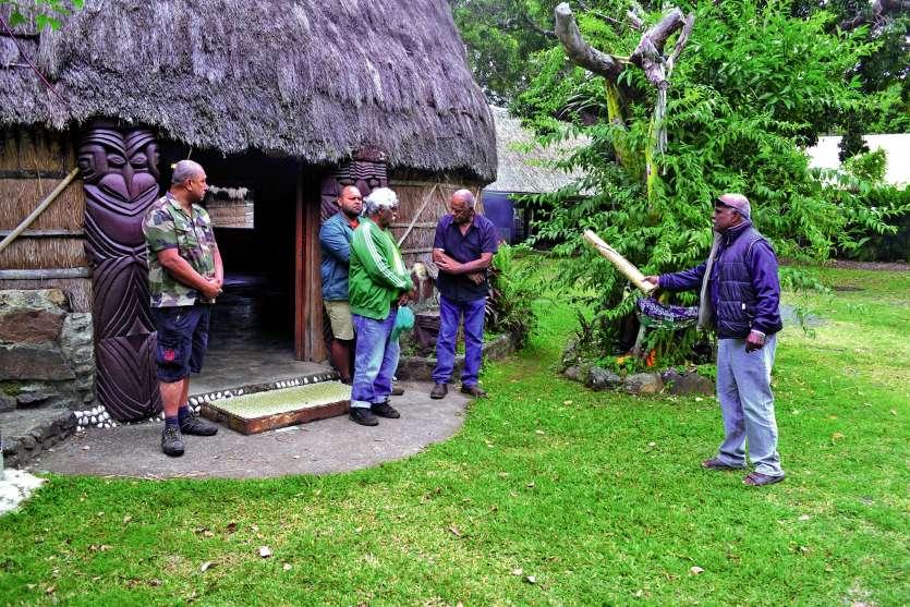 La cérémonie a débuté, hier, par une coutume devant, puis dans la grande case de la chefferie Wamytan.Photos  A.T.