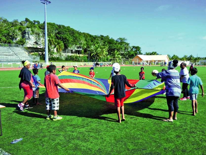 Ces mini-jeux de l\'avenir ont été organisés par la Direction de l'enseignement de la Nouvelle-Calédonie (Denc), en partenariat avec l'Union sportive de l'enseignement du premier degré (Usep) de Lifou, la Direction de la jeunesse, des sports et loisirs (D