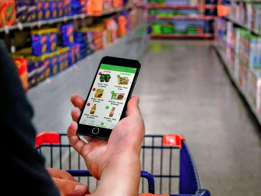 De plus en plus de consommateurs utilisent des applications comme Yuka pour scanner les étiquettes et obtenir la liste des ingrédients, ou des informations sur l'origine.         Crédit photo DR