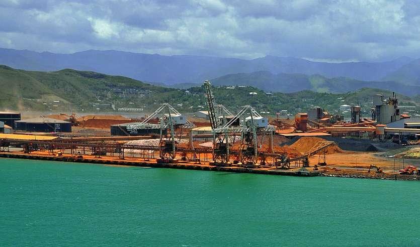 Les troubles passés, à Kouaoua, le mauvais temps, et surtout les grèves actuelles ont un impact très défavorable sur la constitution du stock de minerai à Doniambo. Photo Archives LNC