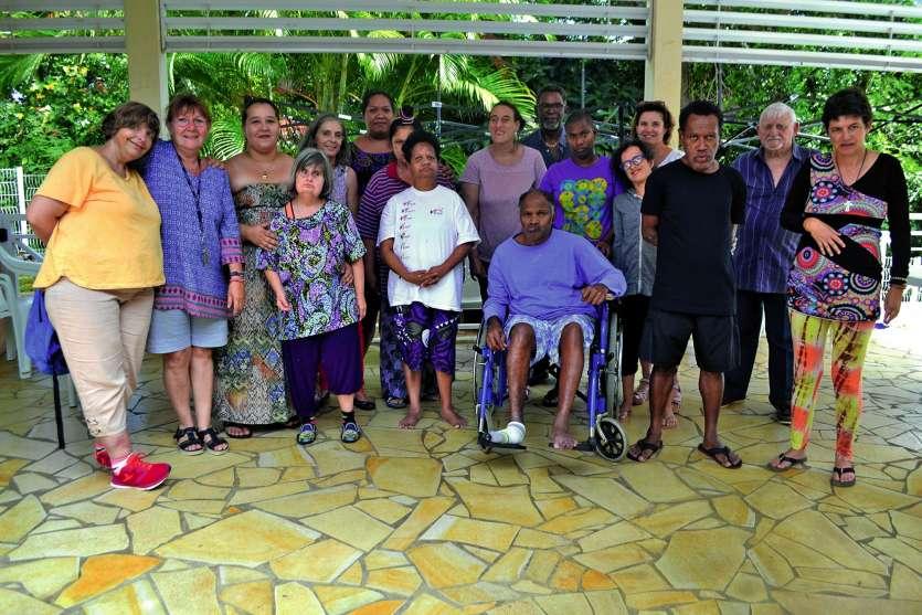 Les dix-huit résidents du foyer La Séviane étaient enjoués, mercredi, de recevoir la visite des membres du Centre communal d'action sociale du Mont-Dore.Photos : Aurélien Pol