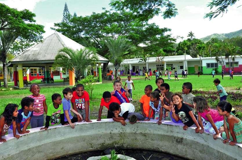 Les enfants ont fait leur rentrée, lundi matin, à l'école publique de Ouégoa. D'abord, les élèves des cours élémentaires, puis ceux de maternelle.Photo I.C.