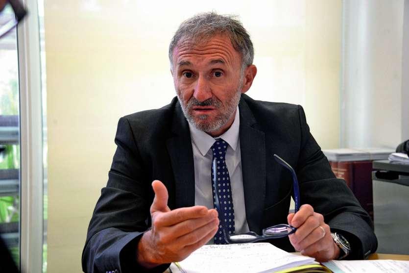 L'avocat général, Christian Pasta, a souligné « la possibilité de juger des dossiers dans un délai très raisonnable » pour la quasi-totalité des affaires, soit entre quatre et six mois après que l'instruction a rendu l'ordonnance de mise en accusation.Pho
