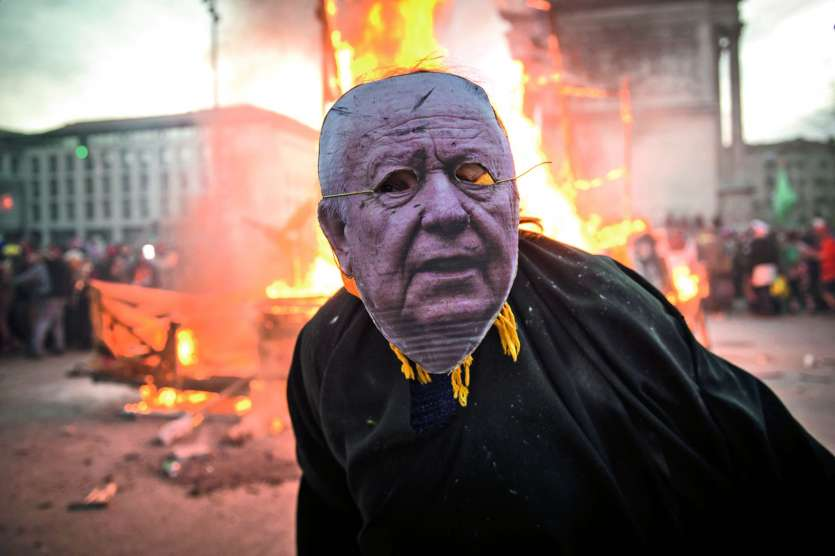 Des personnages en carton-pâte caricaturant notamment le maire de Marseille, Jean-Claude Gaudin, avaient été promenés dans la ville.Photo Clement Mahoudeau/AFP