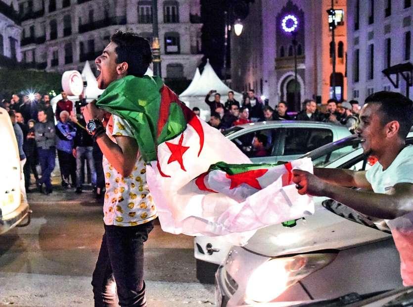 L'annonce faite par le chef de l'Etat dans un message à la Nation publié par l'agence officielle a d'abord été saluée par un concert ininterrompu de klaxons dans le centre d'Alger.Credit photo