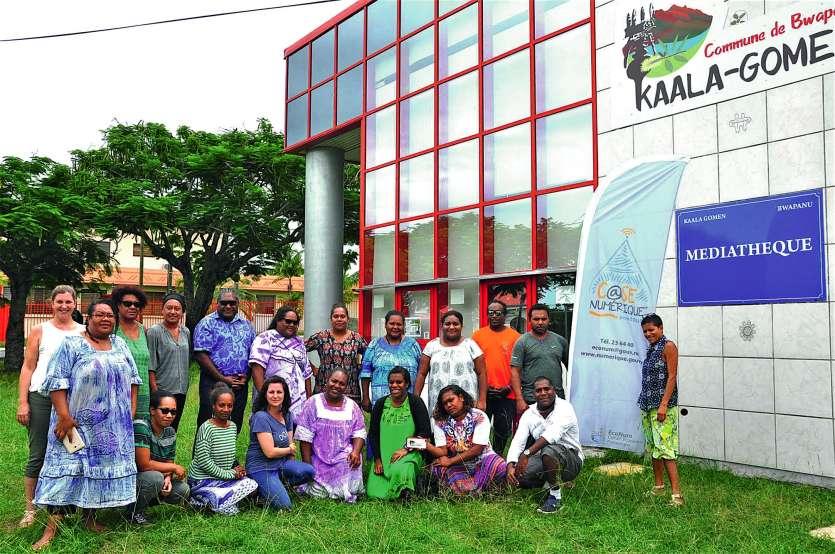 Vingt animateurs numériques du territoire ont participé, lundi et mardi, à la médiathèque de Kaala-Gomen, à la huitième journée de rencontre professionnelle. Ici en présence d'une partie de leur encadrement. Photo I.C.
