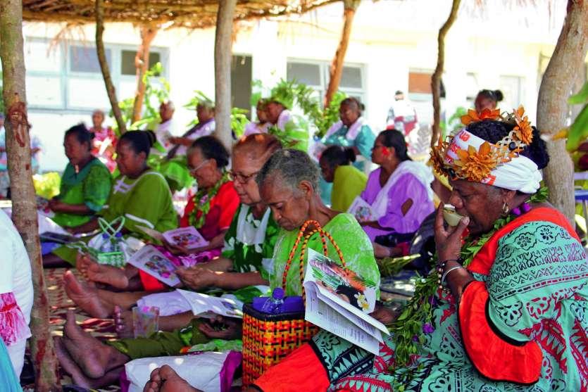 Le public, majoritairement féminin, était composé de nombreuses associations d'Ouvéa.Photos S.M.