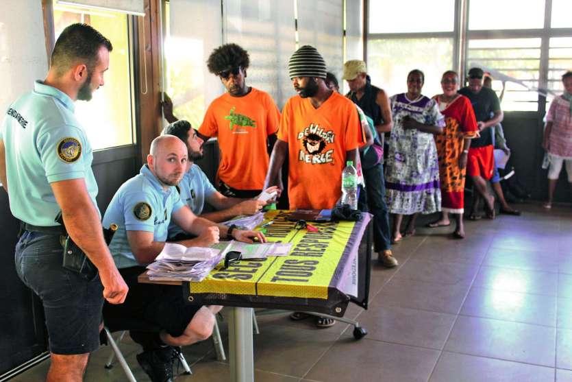 Beaucoup de personnes sont venues s'informer pendant cette opération d'alternative à la sanction, organisée par  le gouvernement, en collaboration avec la gendarmerie. Photos M.W.