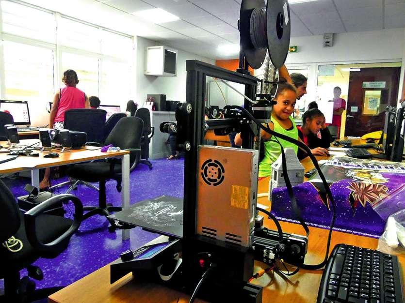 Les établissements scolaires équipés d'imprimantes 3D sont de plus en plus nombreux  à Nouméa. Photo C.G.