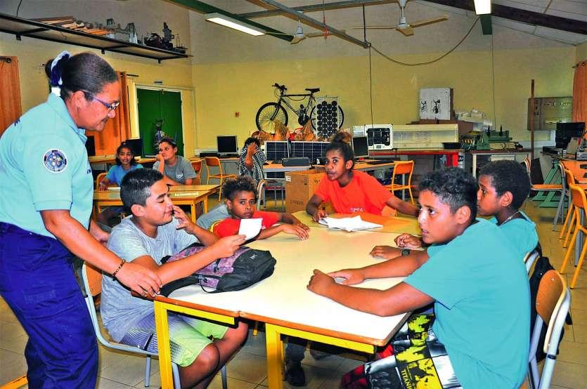 Les élèves, répartis en groupes, ont travaillé sur différents scénarios de harcèlement.Photo I.C.